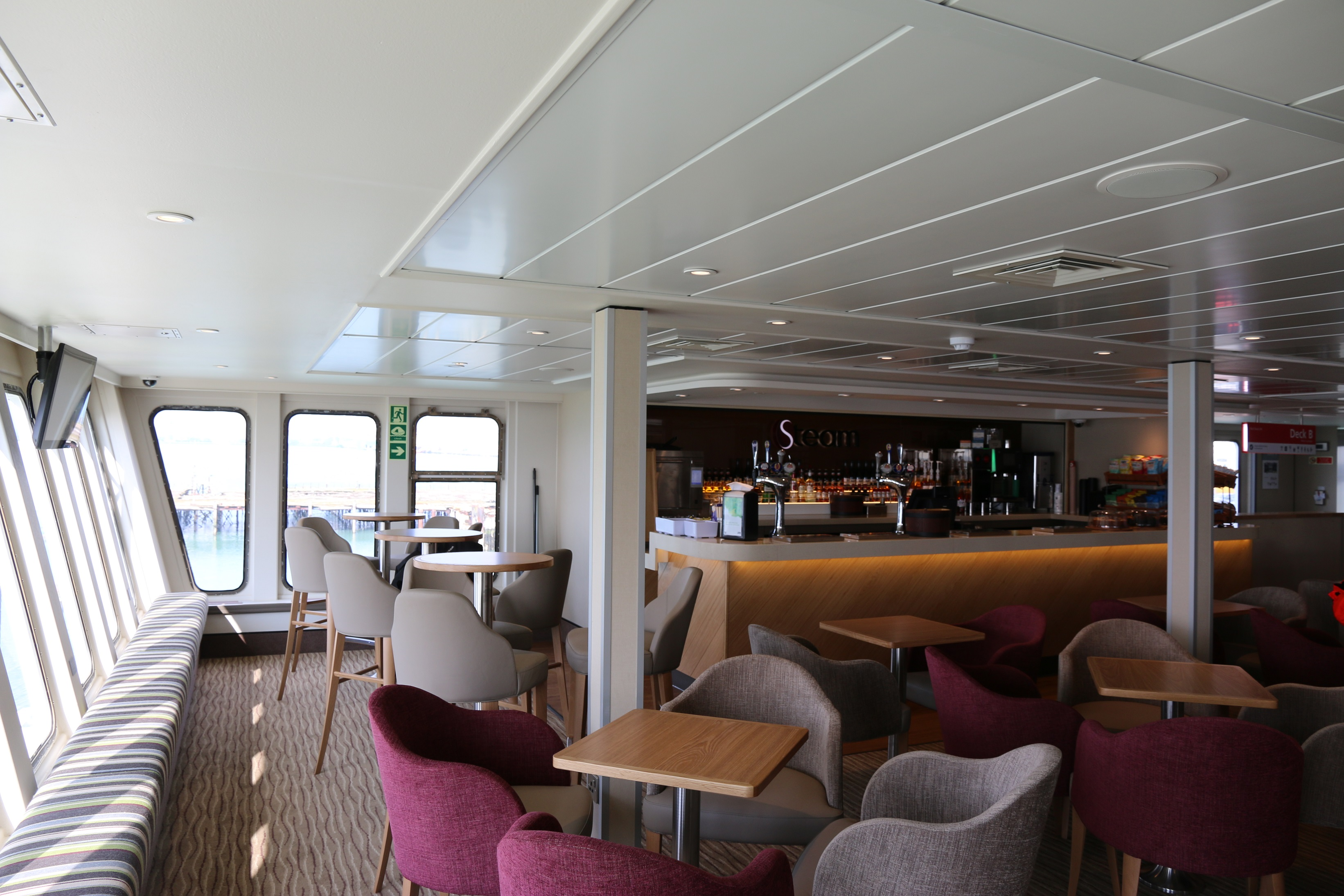 red funnel red osprey lounge small
